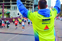 Rob Besecker cheering on MDA Team Momentum participants during the 2014 Chicago Bank of America Marathon
